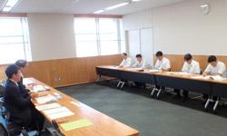 四国地方整備局(写真奥側)と 日建協(写真手前側)