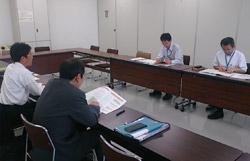 北海道開発局(写真奥側)と 日建協(写真手前側)