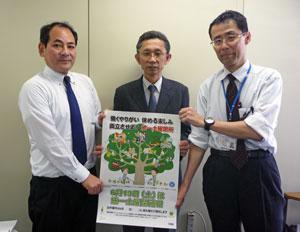 大阪労働局 写真左から、日建協登藤副議長、安冨労働時間課長、須藤労働時間設定指導官
