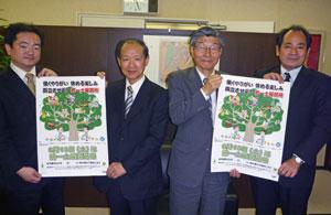 写真左から、日建協那知局次長、伊藤専務理事、髙橋総務部長、日建協登藤副議長