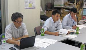左から 岩本記者、溝口記者、堀井記者