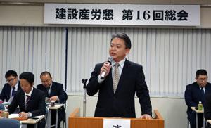 総会で挨拶する田中会長